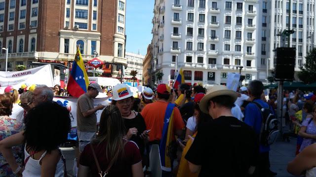 Venezolanos en Madrid piden #NoMásMuertes y rechazan la Constituyente de Maduro (Fotos)