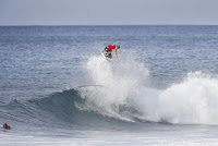 20 Kelly Slater Billabong Pipe Masters foto WSL Damien Poullenot