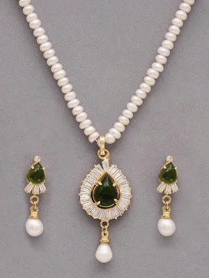 Women-White-pendent-Jewellery allfreshwallpaper