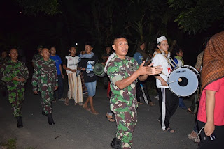 Ini Yang Terjadi Kalau Anggota TNI Yang Membangunkan Warga Untuk Sahur