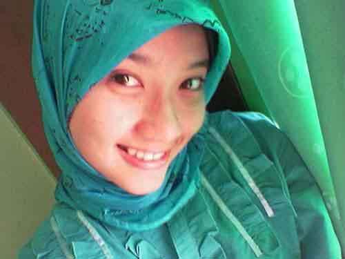 Foto Cewek Jilbab Asal Lowayu, Dukun, Gresik, Dan Senyum