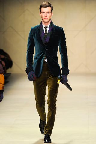 4ea0f60fbf977 Kadife Ceket: Kar, kış, çamur derken kendinizi eve kapadıysanız, yüzlerce  kızı iyi giyinen bir erkeği izlemekten mahrum bırakacaksınız demektir.