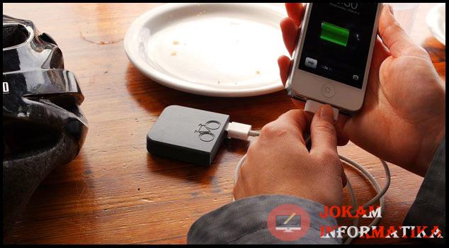 10 Hal Yang Diharamkan Pada Saat Sedang Charging Handphone - JOKAM INFORMATIKA