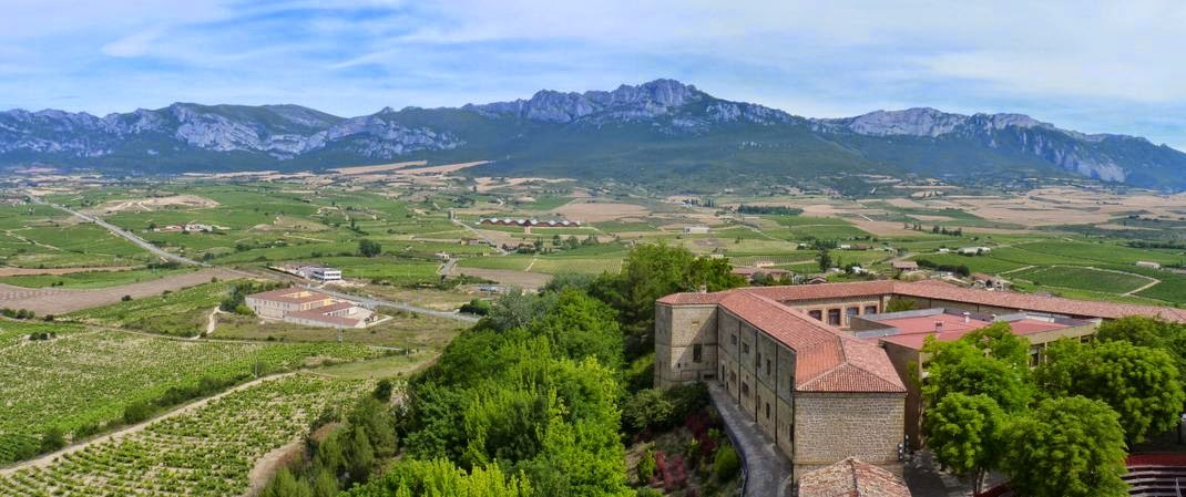 Bodegas Ysios y alrededores desde Laguardia.