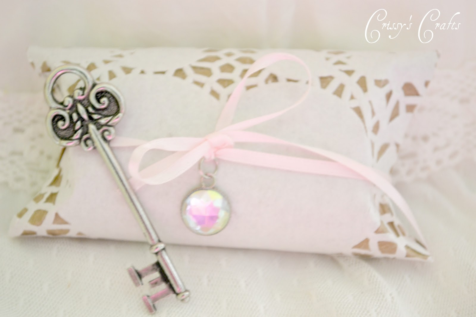 In Style Party Favors: Crissy's Crafts: TP Roll Pillow Box Favor {Vintage Style}