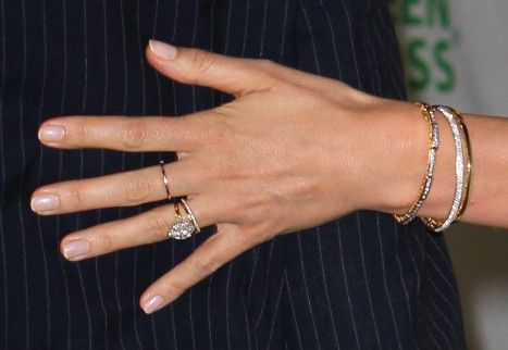 Miranda Kerr, modelo anel de noivado diamantes solitário noivado com Orlando Bloom