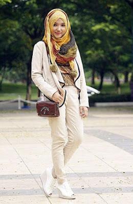 Tips menggunakan jilbab instan ke kantor ketika ini memang sangat diperlukan oleh para perempuan Tips Memakai Jilbab Instan Ke Kantor yang Cantik