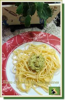 Vie quotidienne de FLaure : Pesto de brocoli avec du basilic et du parmesan sur des linguines
