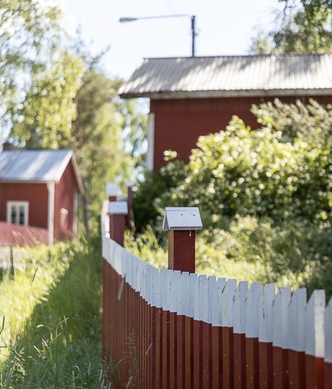 Luvia, suomi, maisema, valokuvaus, photoshoot, valokuvaaja, Frida Steiner, meri, finland, scenery, behind the scenes, tie, rakennukset