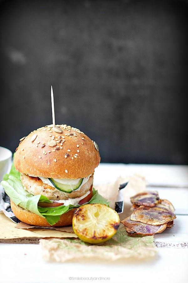 Burger di salmone con pane a lievitazione naturale