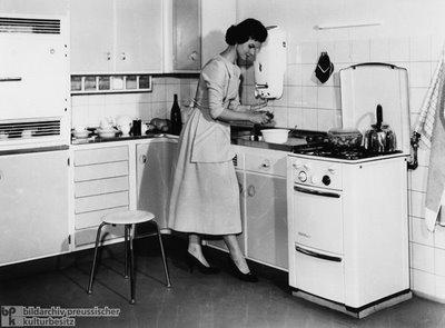 mulher vintage donas de casa. Black Bedroom Furniture Sets. Home Design Ideas