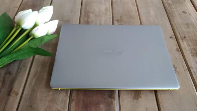 Asus Vivobook S S430un, Laptop Stylish Dengan Desain Ergolift Yang Menawan