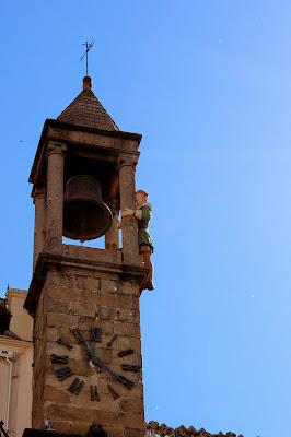 Abuelo mayorga en el reloj del ayuntamiento de Plasencia