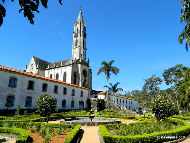 Jardim e Igreja do Santuário do Caraça, Minas Gerais