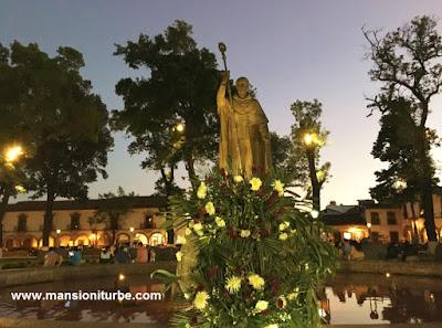 Ofrenda floral a Don Vasco de Quiroga en Pátzcuaro