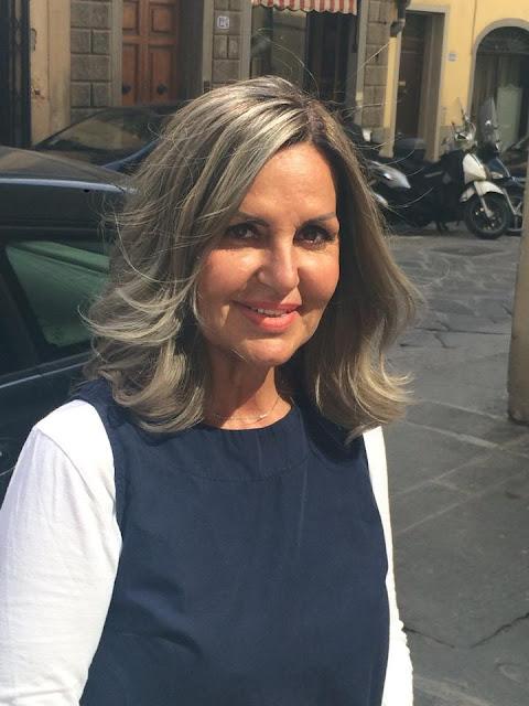 Colpi di sole grigi su capelli bianchi – Frangia capelli d99a98cd62aa