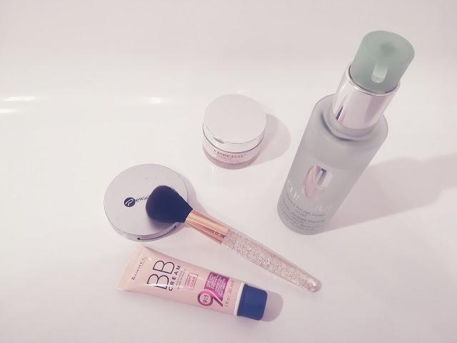 trousse beauté maquillage soins Gabrielle Lachance Miss Vay