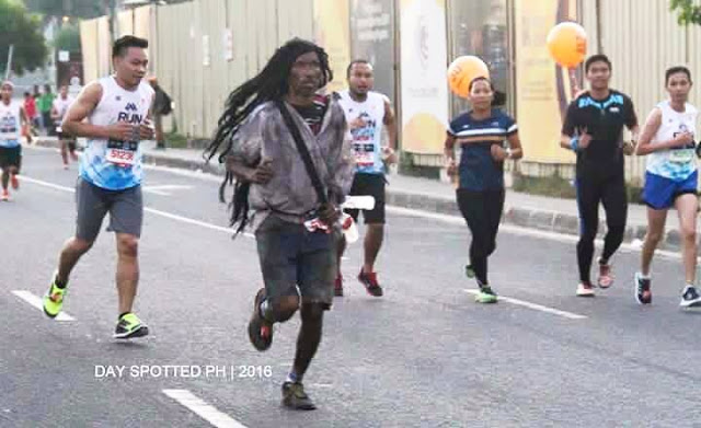 This racer dressed as a beggar in a marathon. The reason will inspire you!