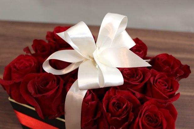 Sevgiliye el yapımı romantik gül kutusu