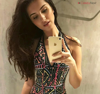 Tara Sutaria Actress from Student of The Uear 2 sizzling pics .XYZ Exclusive 18