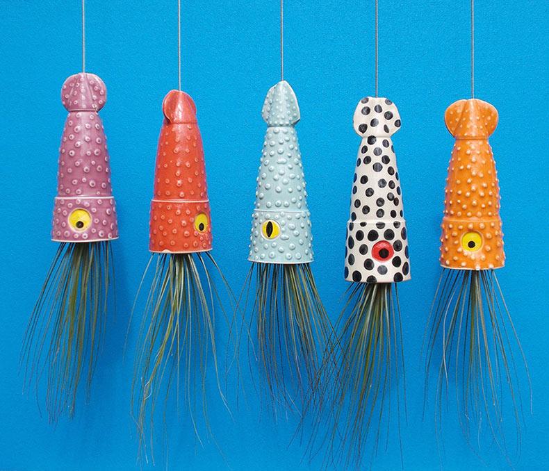 Peculiares macetas aéreas lucen como lindas medusas