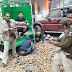 आलू लादल ट्रक से 2100 पाउच देसी शराब बरामद, 2 गिरफ्तार