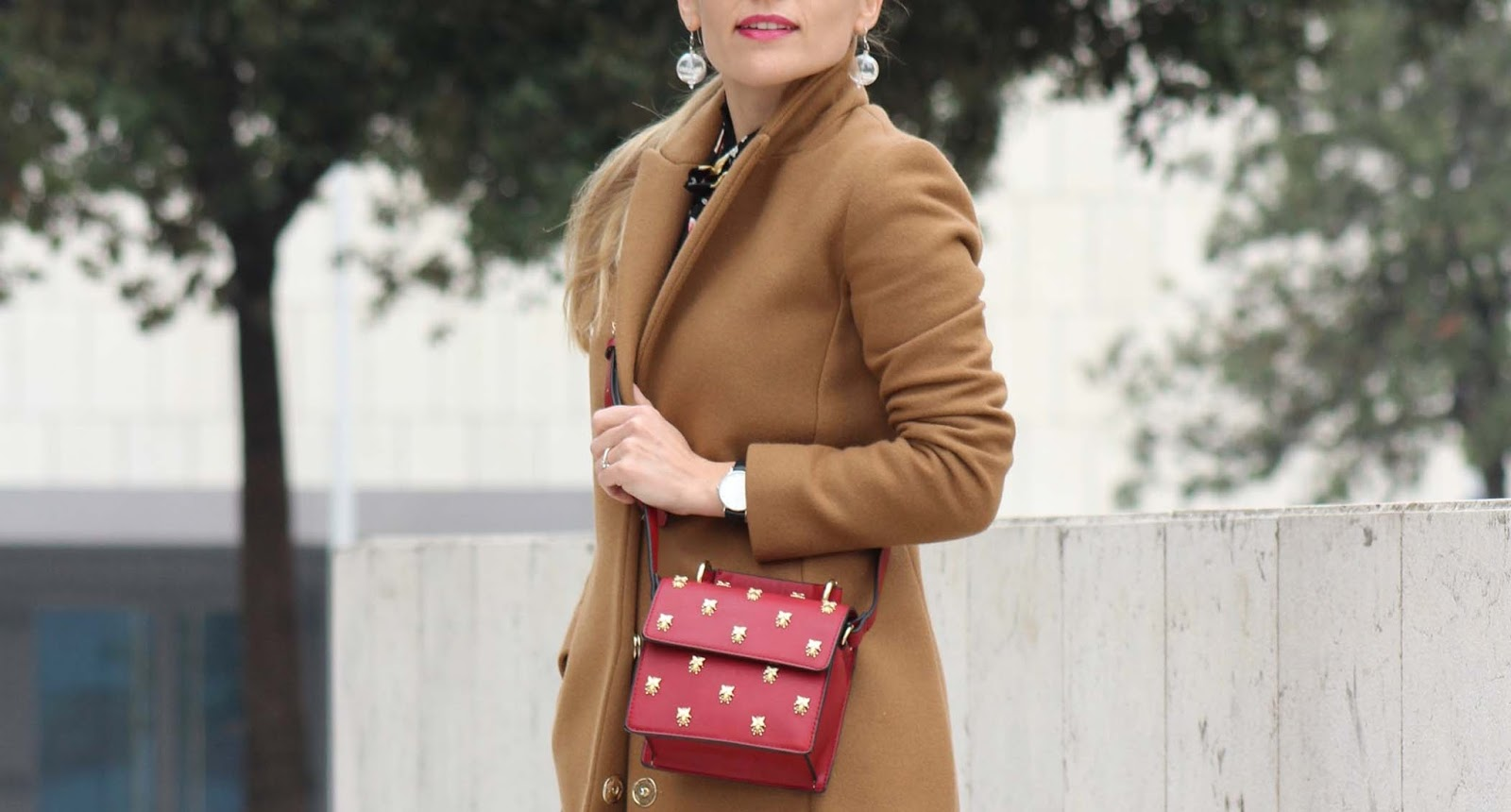 Eniwhere Fashion - Camel coat and floral shirt - Coto Privado