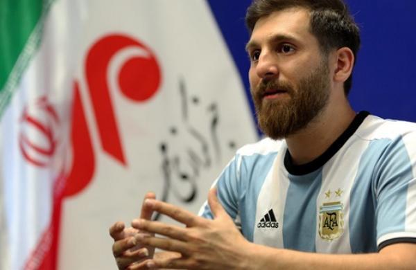 من هو شبيه ليونيل ميسي الإيراني؟،رضا برستش،Lionel Messi 2017، فريق برشلونة الإسباني،ليونيل ميسي