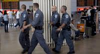 ΞΕΦΤΙΛΑ! από Ισραηλινούς αστυνομικούς — Ξεγύμνωσαν επιβάτες στο αεροδρόμιο Κρήτης.