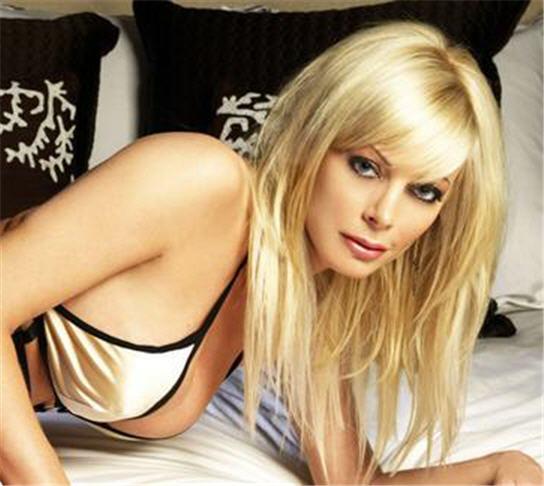 Celebrity Hot Image: Holly Sampson