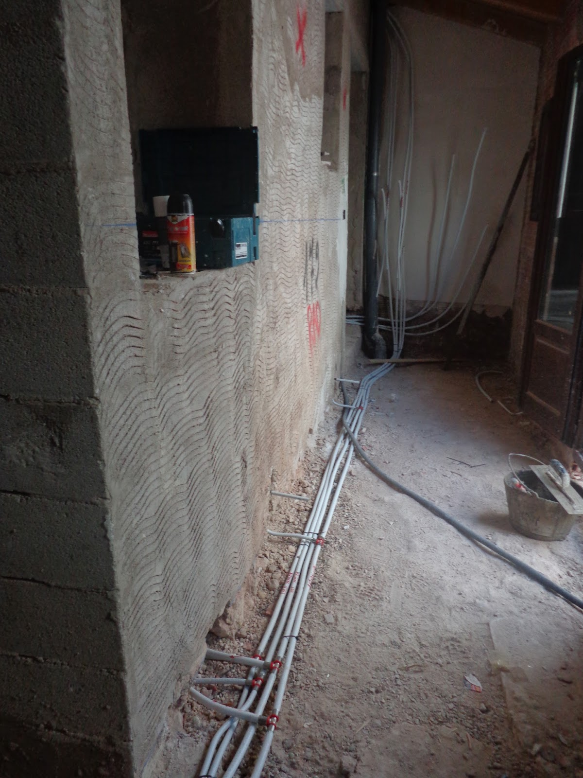Week 4 Lots Of Progess The Spanish Adventure Begins Electrical Wiring In All Pipes Are Now For Water Waste And Air Conditioning 3 Bathrooms Kitchen Central Heating System Also Has