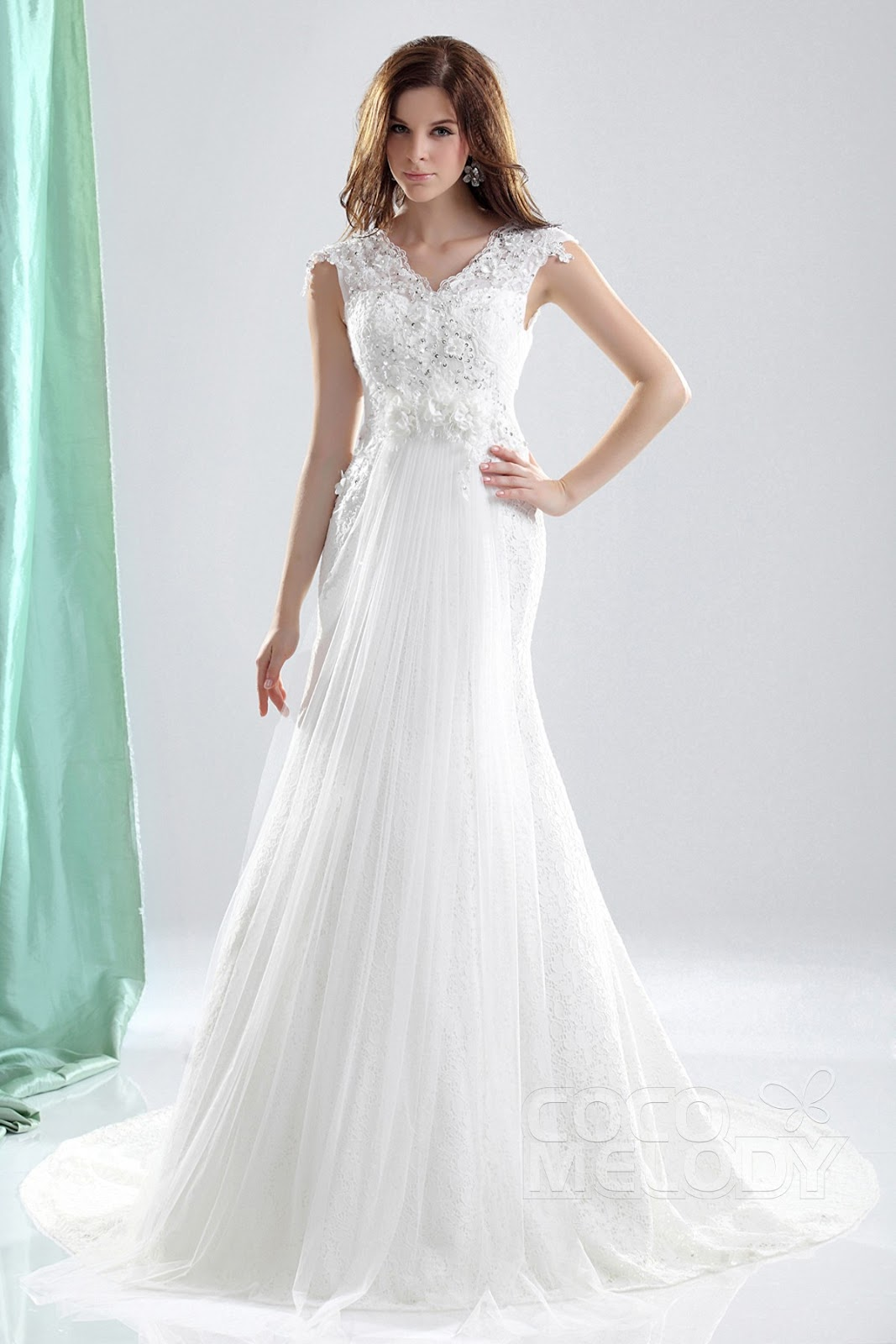 2013 the most beautiful wedding dress: Very simple straight wedding ...