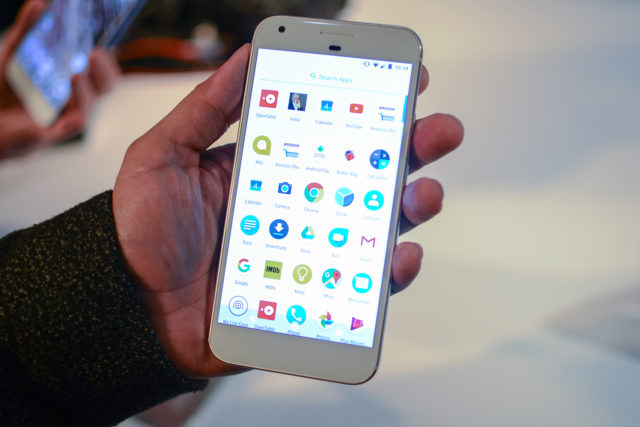 """google-pixel-phone-hands-on-9-640x427 Android 7.1 """"shreds"""" the iPhone screenshots Technology"""