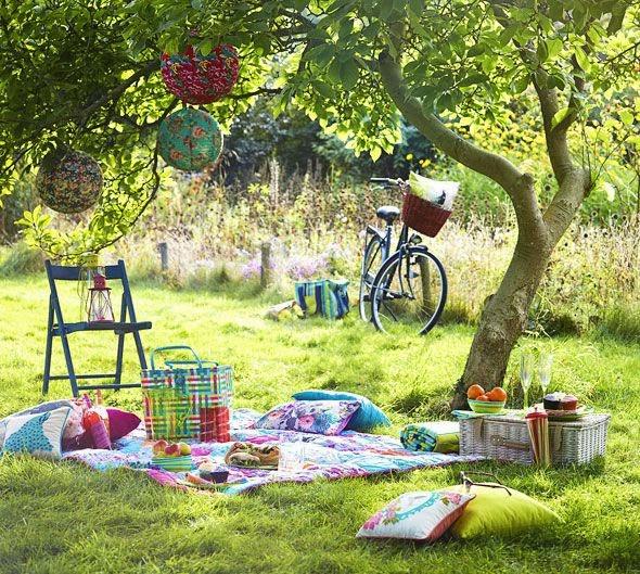 f368db4ac6b7 Organizing The Perfect Summer Picnic!