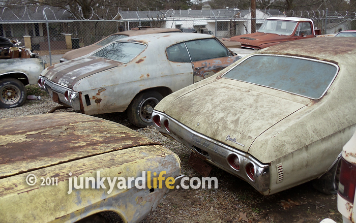 junkyard life classic cars muscle cars barn finds hot rods and part news six muscle car era. Black Bedroom Furniture Sets. Home Design Ideas