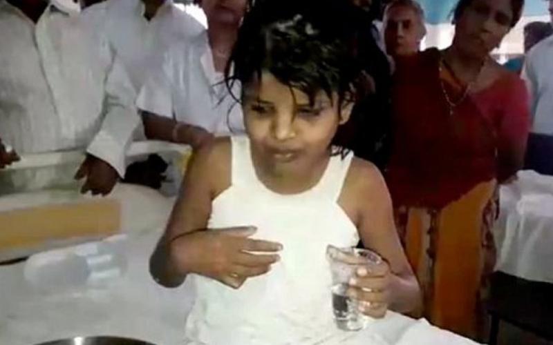 Kisah Miris Gadis 8 Tahun yang Dibesarkan Monyet di Hutan