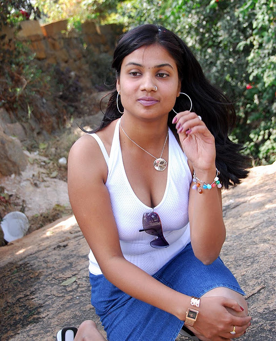 Latest Movies Gallery: DIVYA ACTRESS SPICY HOT PICTURES