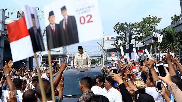 Prabowo Kewalahan Diserbu Emak-emak di Medan: Wah! Gawat, Emak-emaknya Banyak Banget