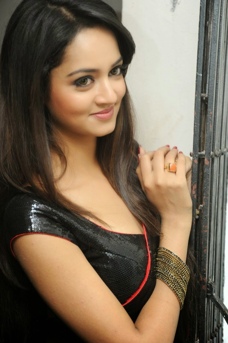 Shanvi hot photos