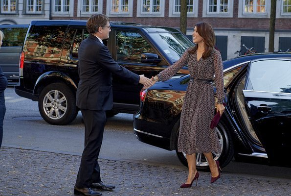 Crown Princess Mary wore Gianvito Rossi Court Pumps and Crown Princess Mary carried Hugo Boss Clutch Bag