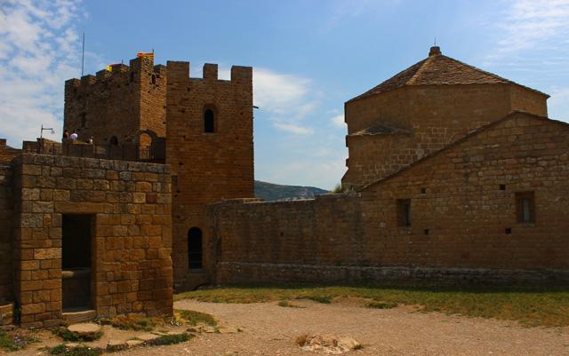 Núcleo primitivo del castillo con las torres de la Reina y del Homenaje