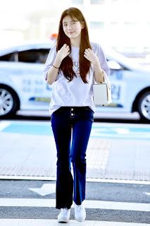 """Thời trang """"đậm chất nữ thuần khiết"""" từ quần jeans, túi, chỉ áo phông"""