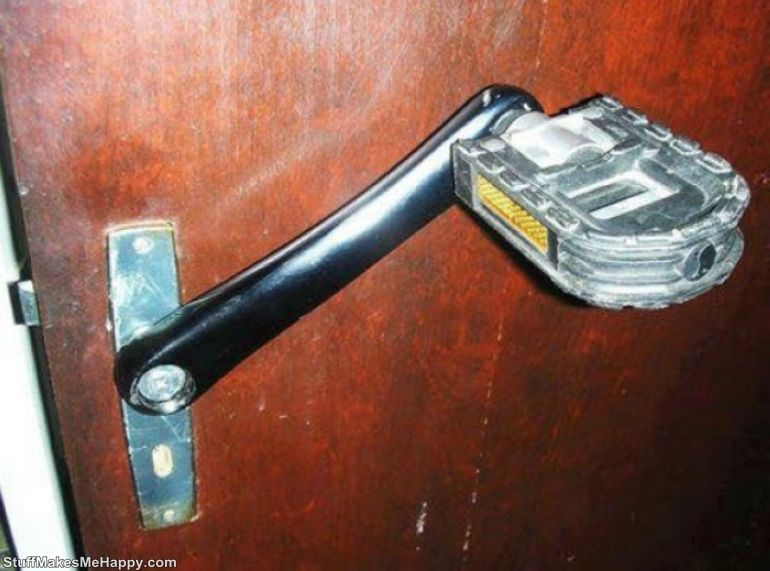 5. Foot pedal for opening the door