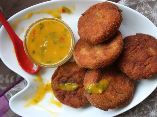 Crab Cakes with Mango Dipping Sauce