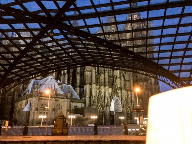 Bahnhof Köln mit Dom