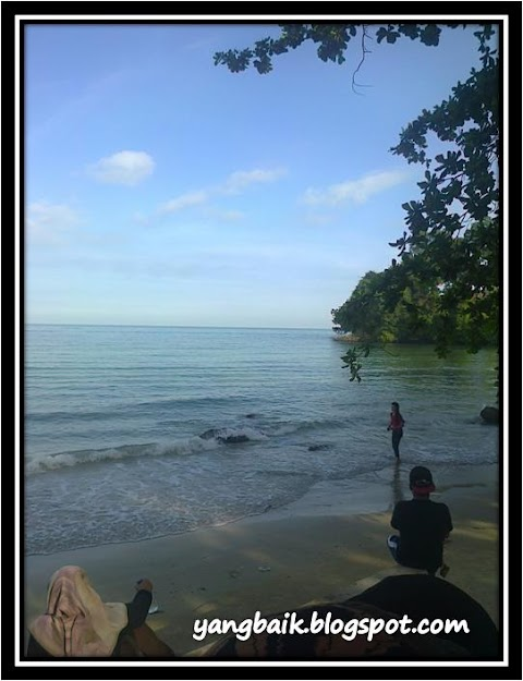Wordless Wednesday:  Satu Pagi di Pantai Teluk Kemang, Port Dickson