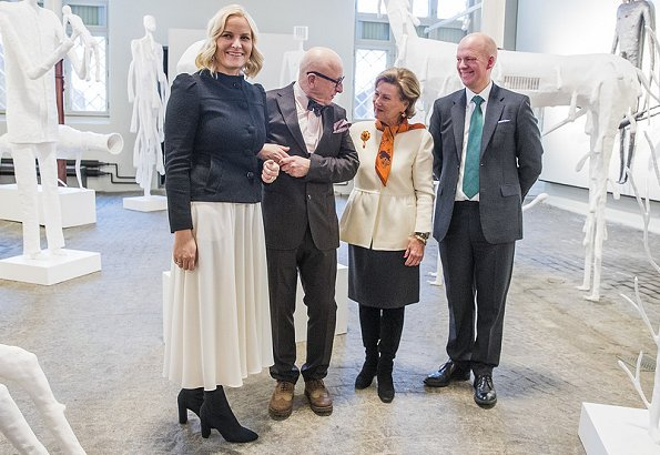 Queen Sonja and Crown Princess Mette Marit attended the official opening of Killi-Olsen: sculptures exhibition
