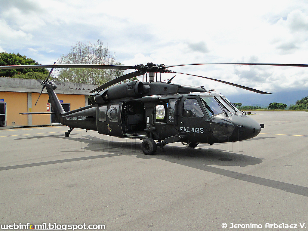 El juego de las imagenes-http://3.bp.blogspot.com/-CuQLCl-cQTs/Ta5yRQgIRQI/AAAAAAAAAVI/OnHp7GtKhCY/s1600/FAC4135+medevac+blackhawk+angel+fuerza+aerea+colombiana.jpg