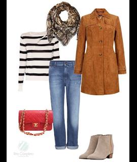 Sugestão de coordenado casual: boyfriend jeans, camisola de riscas, casaco comprido camel, botins camurça beges, mala a tiracolo vermelhas