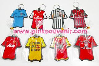 Agen Souvenir Harga Murah di Surabaya Souvenir Gantungan Kunci Baju Bola